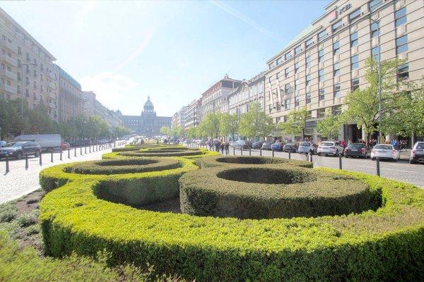 Wenceslas Square Apartment - фото 13