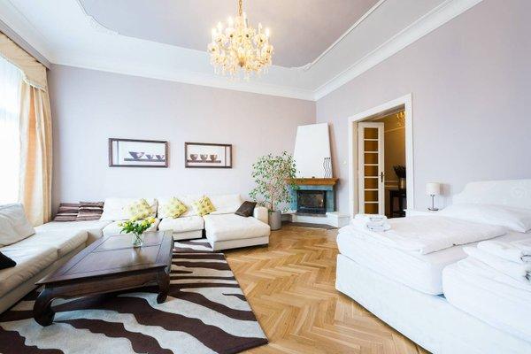 Wenceslas Square Apartment - фото 12