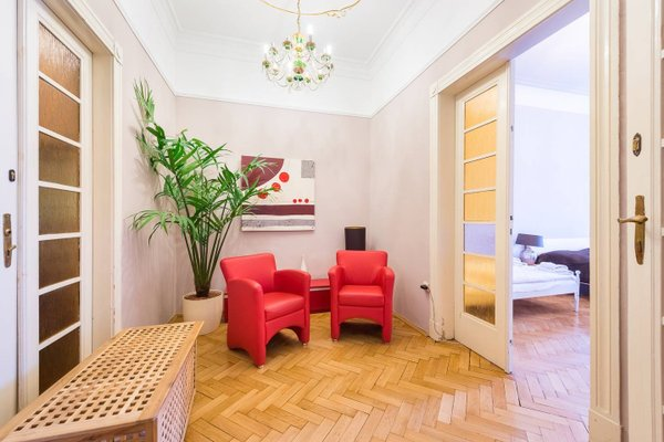 Wenceslas Square Apartment - фото 7
