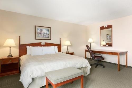 Photo of Days Inn & Suites by Wyndham Winkler