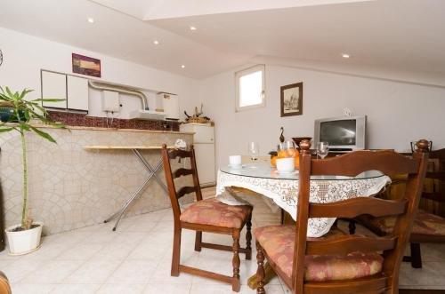 Apartment La Marina - фото 16