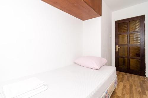 Apartment La Marina - фото 8