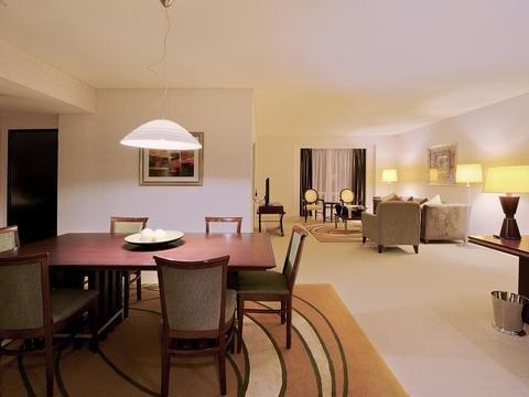 Shangri-La Apartments - фото 11