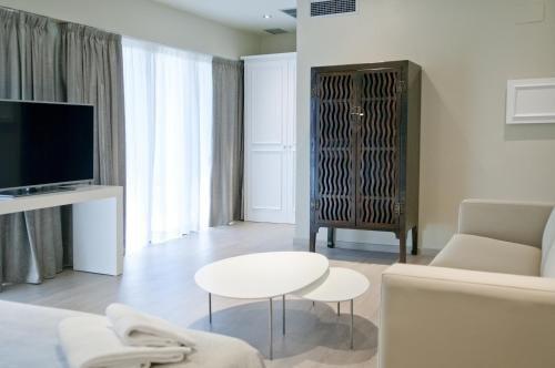 Serennia Exclusive Rooms - фото 18
