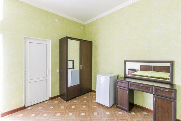 Гостиница «Кристалл», Леселидзе