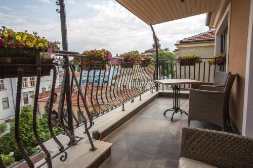 8 1/2 Art Guest House - фото 13