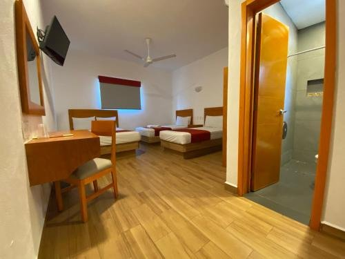 Hotel Las Brisas - фото 1