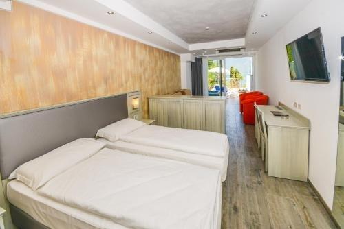Garda Suite Hotel - фото 1