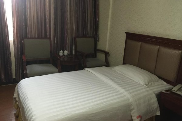 Golden Coast Hotel - фото 2