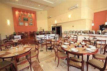 Plaza Camelinas Hotel - фото 10