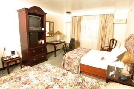 Plaza Camelinas Hotel - фото 2