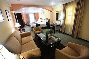 Plaza Camelinas Hotel - фото 4
