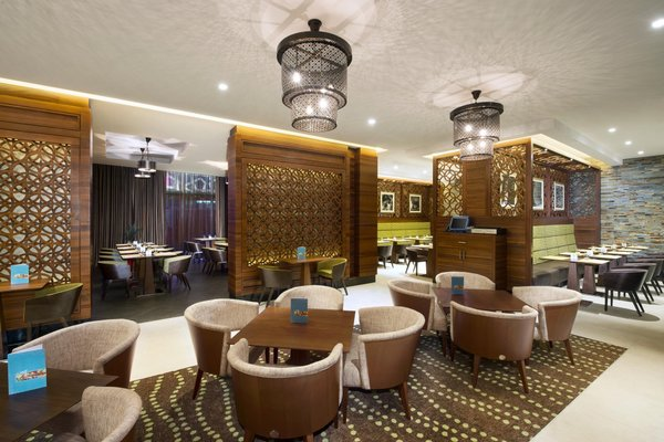 Hilton Garden Inn Dubai Al Muraqabat - фото 16