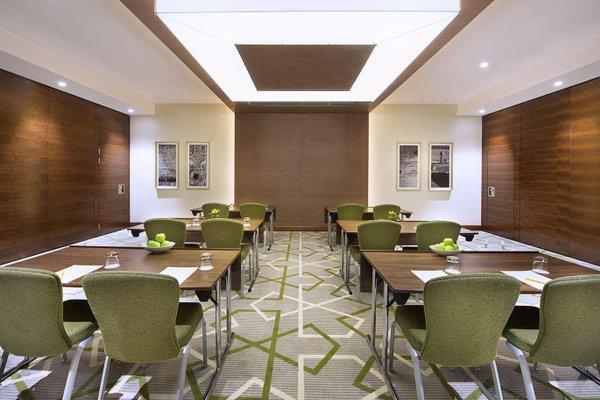 Hilton Garden Inn Dubai Al Muraqabat - фото 19