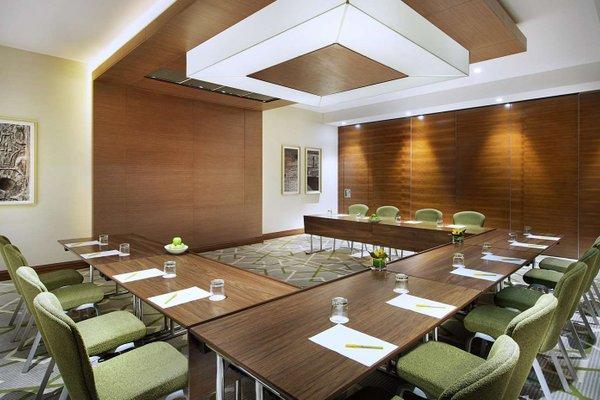 Hilton Garden Inn Dubai Al Muraqabat - фото 20
