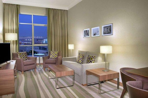 Hilton Garden Inn Dubai Al Muraqabat - фото 3