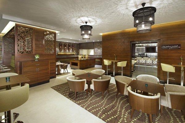 Hilton Garden Inn Dubai Al Muraqabat - фото 8