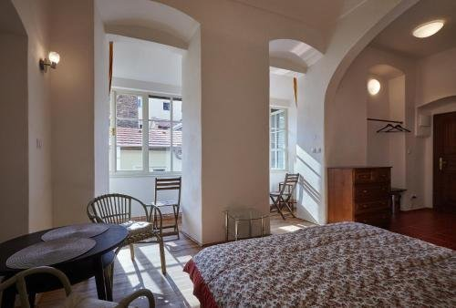 Queen Bee apartments - фото 1