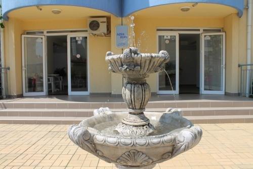 Aqua Blue Apartments - фото 11
