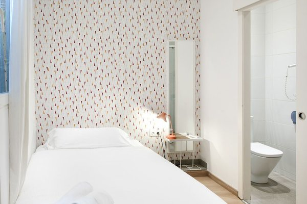 Rodamon Barcelona Hostel - фото 5