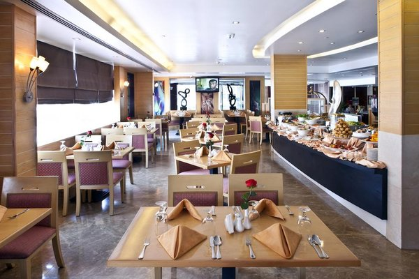 Landmark Riqqa Hotel - фото 7