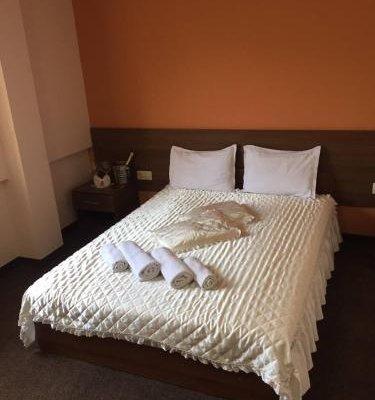 Hotel Iris - фото 2