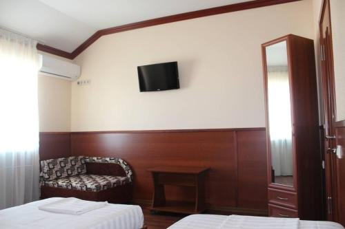 Semeiny Guest House - фото 1