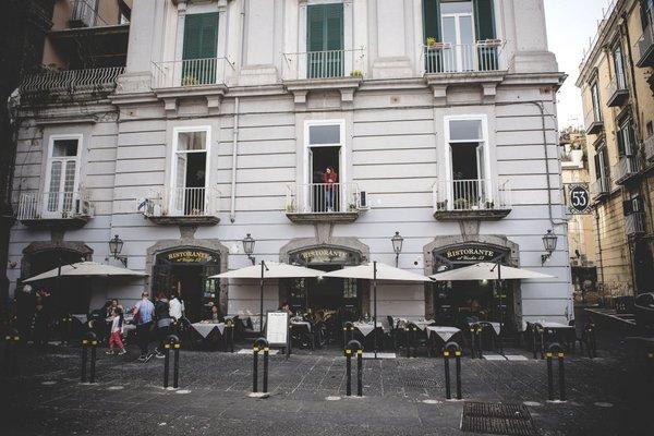 B&B Le 4 Stagioni Dante's Suites - фото 1