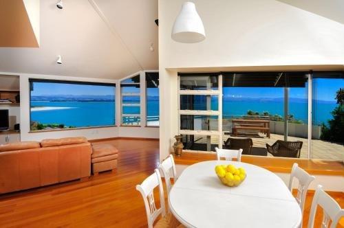 Sea Views Holiday Home - фото 30