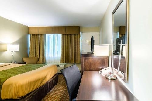 Photo of Econo Lodge Pittsfield
