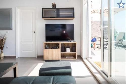 Beachfront Bungalow Apartment - фото 2