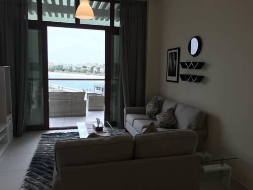 Yanjoon Holiday Homes - Palm Views Apartments - фото 9