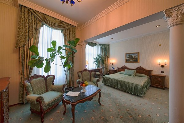 Grand Hotel London - фото 4