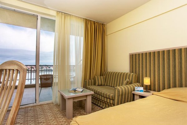 Hotel Coral Sozopol - фото 1