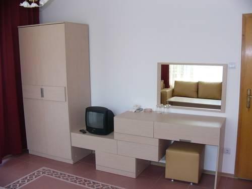 Family Hotel Mariana - фото 5