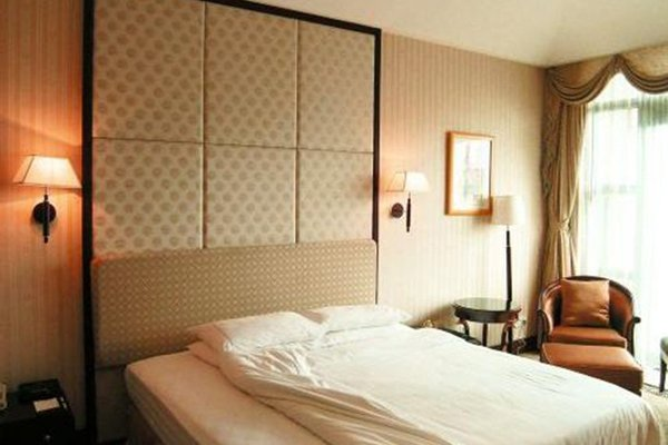 REGAL INTERNATIONAL HOTEL - фото 0