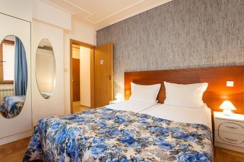 Sofia Place Hotel - фото 1