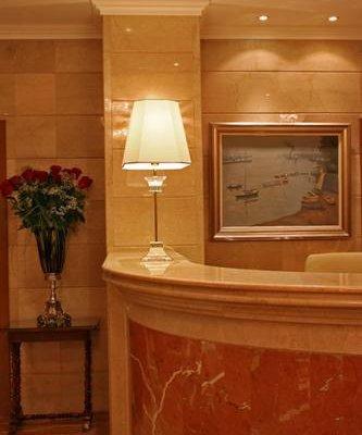 Danube Hotel - фото 10