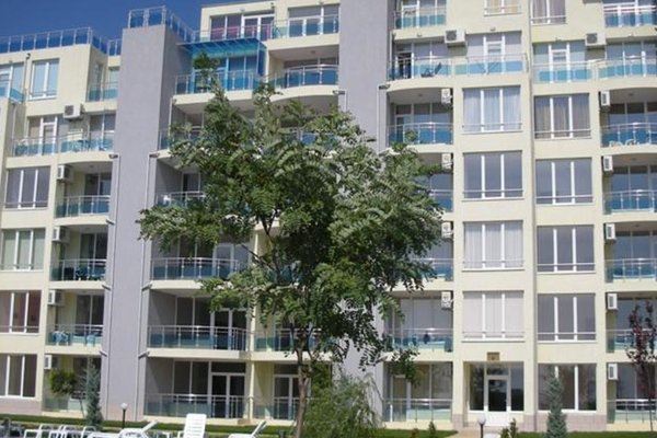 Apartments in Oasis Complex - фото 1