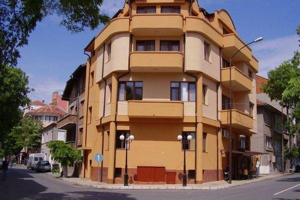Hristovi Apartments & Studios - фото 1