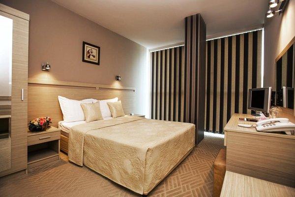 Expo Hotel - фото 1