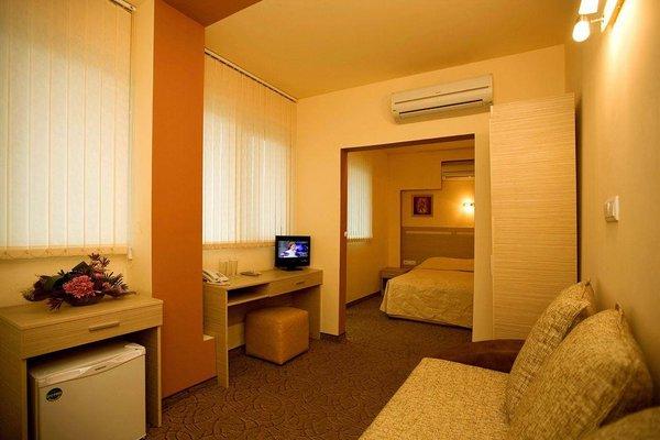 Expo Hotel - фото 4