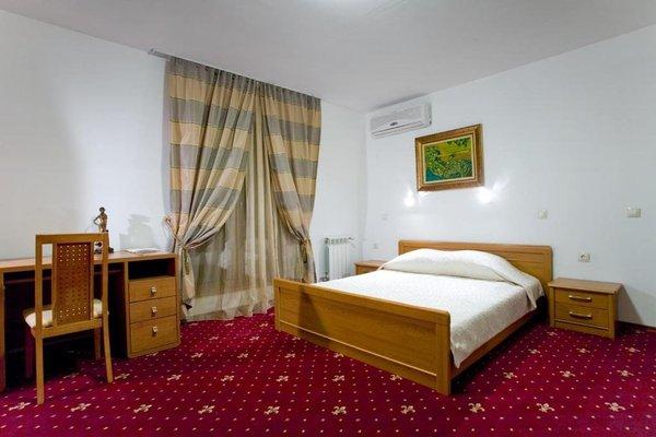 Kaylaka Park Hotel - фото 1