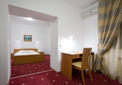 Kaylaka Park Hotel - фото 2