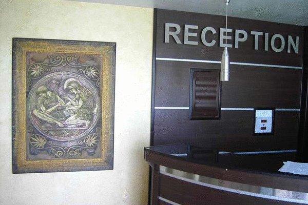 Petrov Family Hotel - фото 12