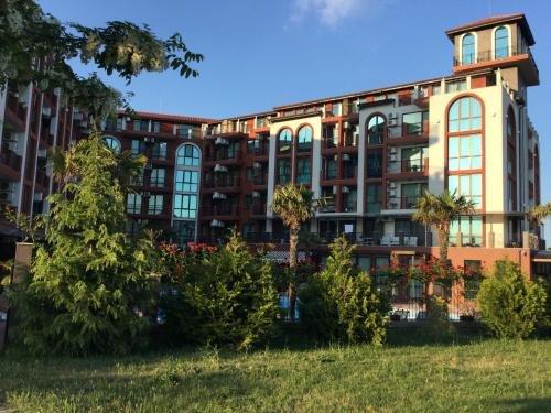 Apartments in Chateau Del Marina Complex - фото 10