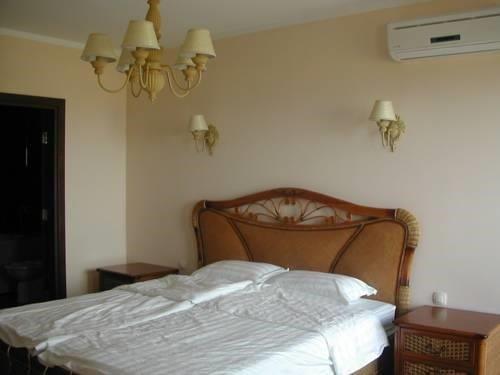 Apartments in Chateau Del Marina Complex - фото 7
