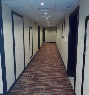 Rush Inn Hotel - фото 16