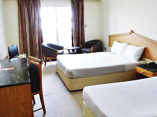 Rush Inn Hotel - фото 2