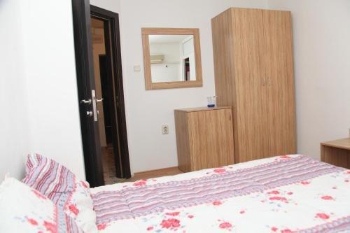 Burgas Rooms and Studios - фото 3